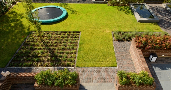 Garden paving with clay pavers